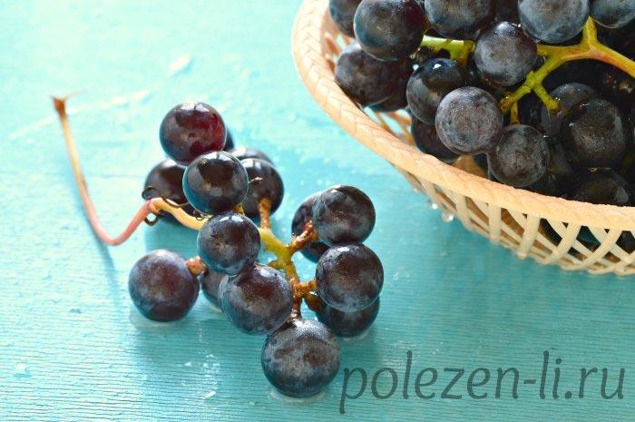 Фото винограда ветка на столе