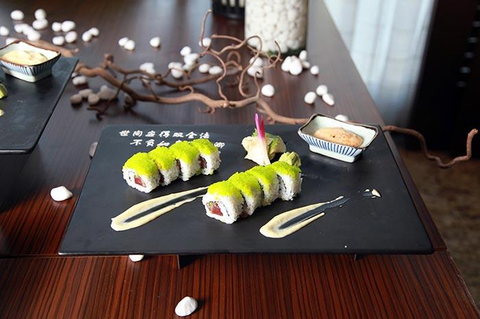 Фото суши на столе
