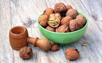 Фото грецких орехов в скорлупе в пиалке на столе