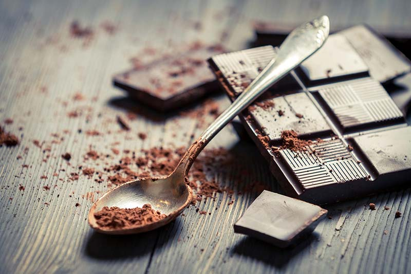 Фото горького шоколада плитка и тертый