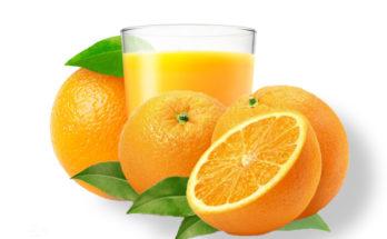 Апельсин целый в разрезе и сок в стакане